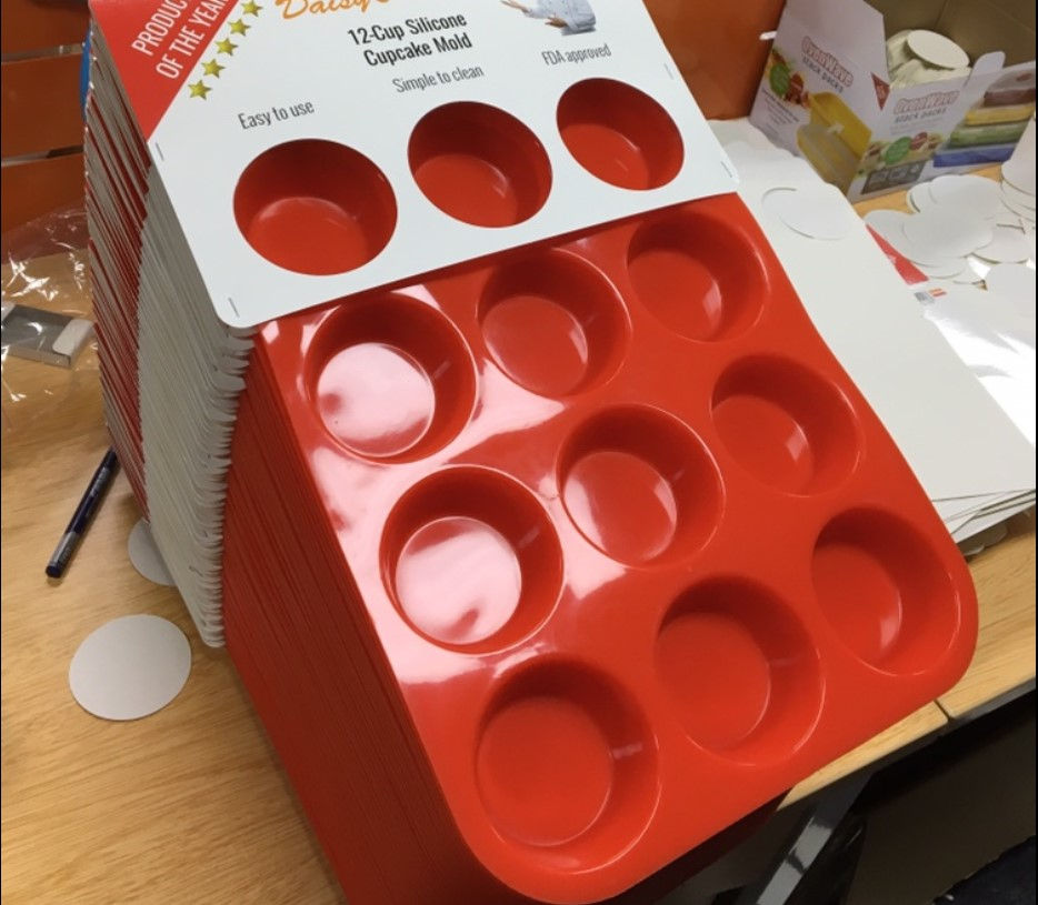 Big order for personalized 12 cavities silicone muffin pan